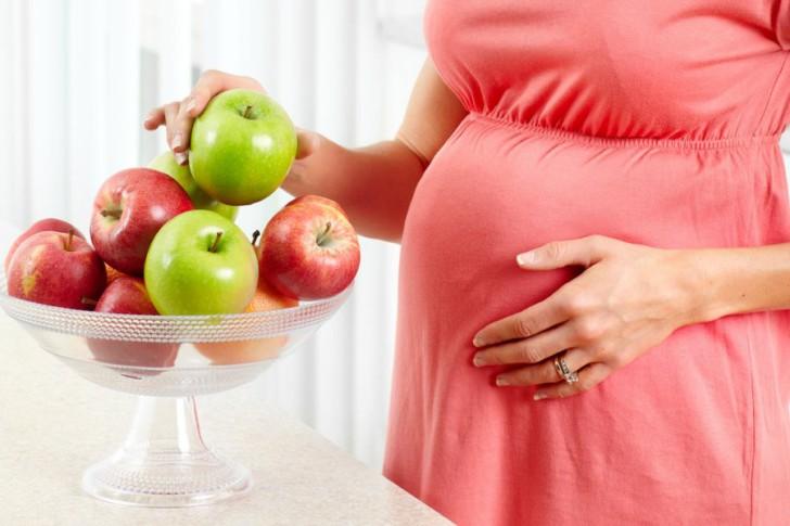 Польза яблок для беременных